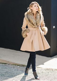 81b5ed8eb9b Camel Faux Fox Fur Collar and Faux Wool Fashion Flair Knee-Length Coat