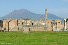 Pompeii-Temple-of-Jupiter-with-Mount-Vesuvius,-tb111505031-bibleplaces.jpg (400×266)
