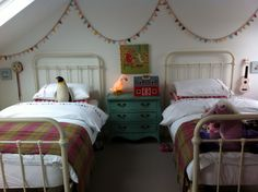 Milly's room, bed and garland. the boo and the boy: vintage inspired shared girls' room Boy And Girl Shared Bedroom, Teenage Girl Room Decor, Boy Girl Room, Shared Bedrooms, Teen Girl Bedrooms, Boy Decor, Childrens Twin Beds, Childrens Bedroom Accessories, Vintage Bed Frame