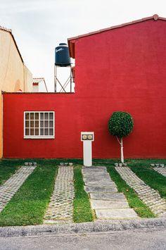 Primary colors in Mexico. Voigtlander Bessa R3A with 40mm f/1.4. 1/125 @ f/8 on Kodak Ektar 100. #visibleinlight
