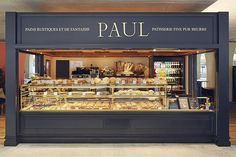 Sandwiches, pastries and cakes with the flavours of good old-fashioned fresh bread are available in this French bakery. Bakery Shop Interior, Bakery Shop Design, Kiosk Design, Coffee Shop Design, Cafe Interior, Cafe Design, Design Design, Container Coffee Shop, Container Cafe
