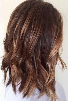 Brown hair and the right make-up. Medium brown hair with # brown # balayage # hairstyles, Brown hair and the right make-up. Medium brown hair with # brown # balayage # hairstyles, Short Hair Lengths, Short Hair Styles, Wavy Bob Hairstyles, Brunette Hairstyles, Hairstyles 2018, Trendy Hairstyles, Medium Wavy Hairstyles, Easy Hairstyle, Bob Haircuts