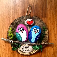 Painted Rock Ideas - Do you need rock painting ideas for spreading rocks around your neighborhood or the Kindness Rocks Project? Here's some inspiration with my best tips! Pebble Painting, Pebble Art, Stone Painting, Rock Painting, Owl Crafts, Diy Home Crafts, Crafts For Kids, Painted Rocks Owls, Wood Slice Crafts