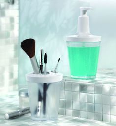 FormAdore.com: This soap dispenser is an item from Koziol, a German manufacturer specialising in plastic products.