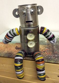 Recycled crafts Robot – DIY creates your own robot by recycling metal objects Tin Can Crafts, Metal Crafts, Arts And Crafts, Tin Can Man, Tin Man, Bottle Cap Art, Bottle Cap Crafts, Recycled Robot, Recycled Crafts