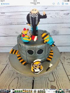 Minions with Gru - Cake by LucysCakes123