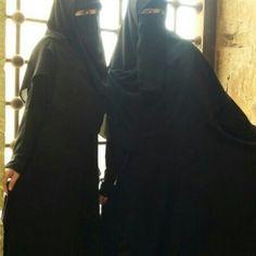 Niqabis in Abayat