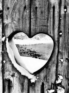 En sentido espiritual, el amor por alguien, es el reconocimiento de un alma que complementa mi propia alma. Es posible amar verdaderamente, sin condiciones y para siempre. El amor verdadero traspasa las barreras del tiempo y del espacio, conjugando y sumando al mejor amor propio, el mejor amor a los demás.   JBucay