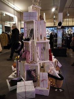 $雑貨屋さん開業&雑貨作家さんデビュー! 応援ブログ Christmas Items, Christmas Shopping, Christmas Holidays, Christmas Decorations, Visual Merchandising, Craft Fairs, Layout, Ceiling Lights, Display
