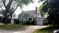 Prime Applewood - Tree Lined Street. Exceptional Opportunity To Renovate/Build.Quiet Storybook Setting (Backs Into Greenspace). Huge Potential - Attn Builders Renovators.-Located In Area Of Million Dollar Homes- Just Mins To Downtown Toronto, Lake-Marina, Walk To Schools, Shops, Library Elfs, B/I Dishwashers, B/I Microwave, Washer, Dryer