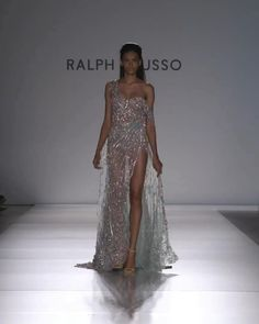Couture Fashion, Runway Fashion, Haute Couture Dresses, Dubai Fashion, Fashion 2020, Gothic Fashion, Style Fashion, Fashion Trends, Elegant Dresses