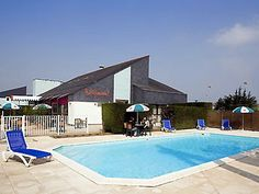 Ibis Saint Nazaire Trignac - piscine.