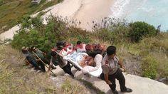 Panah Ikan, Tiga Wisatawan Terseret Arus di Pantai Atuh - http://denpostnews.com/2017/08/09/panah-ikan-tiga-wisatawan-terseret-arus-di-pantai-atuh/