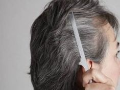 8 érdekesség az ősz hajról, amit ideje neked is megtudnod! Gray Hair Growing Out, Dying Your Hair, Grow Hair, Color Your Hair, Hair Color Dark, What Causes Gray Hair, Premature Grey Hair, Covering Gray Hair, Dyed Hair Pastel