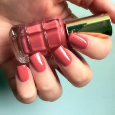 L'Oréal Paris Color Riche Le Vernis a L'Huile Rose Ballet nails Manicure
