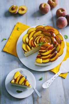 Cheesecake alle pesche: La #cheesecake alle #pesche è una torta fresca e deliziosa, che racchiude tutta la dolcezza dell' #estate. Provala, te ne innamorerai!