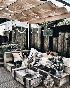 27 Ideas for home decored on a budget patio back porches Outdoor Spaces, Outdoor Living, Outdoor Decor, Diy Garden Decor, Backyard Patio, Home And Living, Living Spaces, Living Room, Outdoor Furniture Sets
