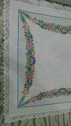 This Pin was discovered by sem Palestinian Embroidery, Cross Stitch Borders, Bargello, Embroidery Stitches, Tatting, Diy And Crafts, My Favorite Things, Canvas, Crochet