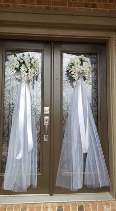 Wedding Door Decorations, Engagement Decorations, Wedding Wreaths, Camo Wedding Dresses, Country Wedding Dresses, Floral Wedding, Wedding Country, Country Weddings, Wedding Staircase