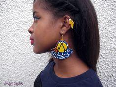 #earrings : www.ameyostylez.com #naturalhair  #africanprint #bijouxafro #waxprint #blackart #africaearrings #africanearrings #pagne #pagneafricain #jewelry #bijoux #buyblack #blackbusiness #supportblackbusiness Fabric Earrings, Fabric Beads, Fabric Jewelry, Diy Earrings, Earrings Handmade, Diy Jewelry, Jewelry Accessories, Handmade Jewelry, Jewelry Making