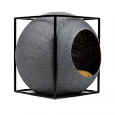 With its coated handwoven cocoon, it acts both as a scratching accessory and a nap area.