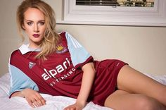 English Football Teams, West Ham Fans, West Ham United Fc, Premier League, Soccer Girls, Mini Skirts, Hot, Sexy, Outfits