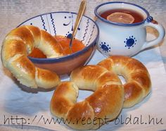 Ring Cake, Bread Rolls, Sweet And Salty, Soul Food, Bagel, Scones, Ham, Recipes, Foods