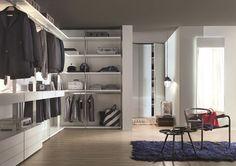 Ampia come una stanza o piccola come una nicchia, la cabina armadio è lo spazio più desiderato in ogni casa. Consigli e idee per progettarla al millimetro.