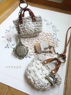 Bag Crochet, Crochet Quilt, Cute Crochet, Crochet Keychain, Crochet Necklace, Barbie, Miniature Crafts, Crochet Stitches Patterns, Crochet Accessories