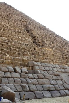 A rare photo of the outer cover rock layer of the third great pyramid of Giza, Egypt. ** The pyramids are still the most amazing pieces of architecture and engineering in the world. Ancient Egyptian Art, Ancient Aliens, Ancient History, Ancient Mysteries, Ancient Artifacts, Pyramids Of Giza, Giza Egypt, Great Pyramid Of Giza, Ancient Architecture