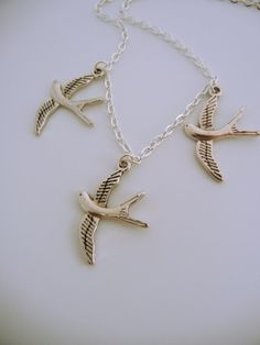 3 bird necklace inspired by Tris from Divergent