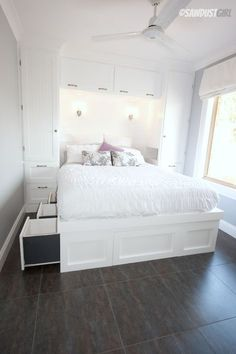 Beautifully maximizing space in a tiny bedroom with built in wardrobes and a platform storage bed - step by step directions - Bedroom Design Ideas Home, Small Bedroom Storage, Small Master Bedroom, Tiny Bedroom, Bedroom Built Ins, Build A Closet, Built In Bed, Trendy Bedroom, Murphy Bed Ikea