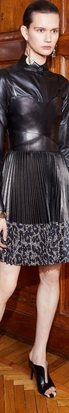 Roberto Cavalli Pre-Fall 2018 Couture Fashion, Fashion Glamour, Milan Fashion, Couture Collection, Roberto Cavalli, Elegant, Women's Fashion Dresses, Leather Fashion, Peplum Dress