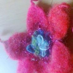 Last minute gift Valentine Felt Flowers, Spring Flowers, Gift Wraping, Last Minute Gifts, Handmade Items, Handmade Gifts, Flower Brooch, Mother Day Gifts, Valentine Gifts