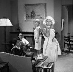 Αφιέρωμα σε πέντε κυρίες του παλιού Ελληνικού κινηματογράφου Cinema Theatre, Old Movies, Actors, Celebrities, Film Fashion, Greece, Stage, Videos, Art