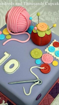 Fantastic sewing cake by hundreds and thousands cupcakes. Would love to make something like it soon.