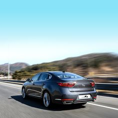 K7 을 타고 떠나는 첫 #봄  #나들이  #Drive for the #first #spring #outing with a #luxurious #design , ALL NEW K7 ( #Cadenza )  #motor #car #K7 #platinum_graphite #grey #road #lamp #trip #exterior #daily #기아차 #플라티늄그라파이트 #주행 #드라이브 #외관 #일상 #자동차 #자동차그램 #김재우