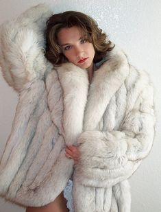 Fox Fur Jacket, Fox Fur Coat, Fur Coats, Green Fur, Fabulous Fox, Mens Fur, Fur Clothing, White Fox, Fur Fashion