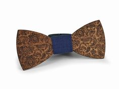 EXALLO | Handcrafted Wooden Bow Tie Castor in Sipo Wood.