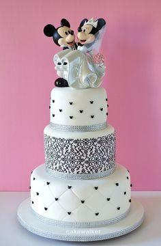 Mickey & Minnie First Wedding Anniversary Cake Pretty Cakes, Cute Cakes, Beautiful Cakes, Amazing Cakes, Bolo Mickey, Mickey And Minnie Wedding, Unusual Wedding Cakes, Minnie Cake, First Wedding Anniversary