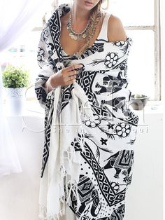 Shop Black White Geometric Print Tassel Scarve online. SheIn offers Black White Geometric Print Tassel Scarve & more to fit your fashionable needs.