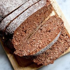 Brood is nogal een puntje sinds ik glutenvrij moet eten. Helaas heb ik geen ambachtelijke glutenvrije bakker in de buurt.Nooit meer verse croissants in de straten van Parijs. Behalve taartjes bij glutenvrije patissier 'Helmut Newcake' in 'Rue Vigno