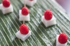 Serve with fresh raspberries or other seasonal fruit. It is a coconut vegan jelly that is perfect for any fruit salad this summer! Coconut Jello, Coconut Milk, Thai Dessert, Paleo Dessert, Vegan Jelly, Jelly Gummies, Milk Jelly, Blueberry Jelly, Vegan Gummies