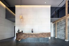 Lotus Zen House Hidden In The Jiuhua Mountain - clean reception, artistic inspiration idea Reception Desk Design, Lobby Reception, Office Reception, Lobby Interior, Interior Architecture, Modern Interior, H Design, House Design, Store Design
