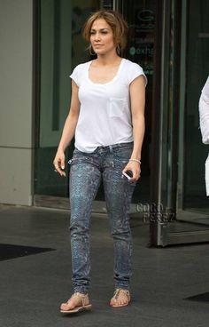 1112a8958095 jennifer lopez snakeskin jeans main Jennifer Lopez Jeans