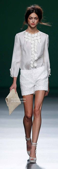 Devota & Lomba Spring 2014 Collection featured during Mercedes-Benz Fashion Week Madrid Diva Fashion, Runway Fashion, Fashion Beauty, Fashion Design, Mode Shorts, Look Con Short, Haute Couture Fashion, Pure White, Classic White