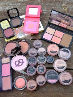 StarSiza Dust: Addicted to blush di blush. Blushes, Addiction, Eyeshadow, Beauty, Rouge, Brushes, Cosmetology, Eye Shadows, Eyeshadow Looks