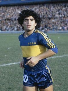 Diego Maradona, Boca Juniors Photo: Getty/Bob Thomas (via, Planeta Boca Juniors) Football Icon, World Football, Football Kits, Football Soccer, Yoga Fitness, Argentina Football, Diego Armando, Football Images, Vintage Football