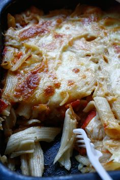 Penne la cuptor cu piept de pui și mozzarella - The secret ingredient is one heaping teaspoon of love Mozzarella, Penne, Lasagna, Ethnic Recipes, Food, Lasagne, Meal, Eten, Meals