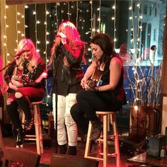 Lauren Alaina preformed ‏@PuckettsGrocery .. (January 30, 2015) trishamcclanahan ~ @eweisband blew the room away. And, then @laurenalaina stopped the show. The girls are back, country.